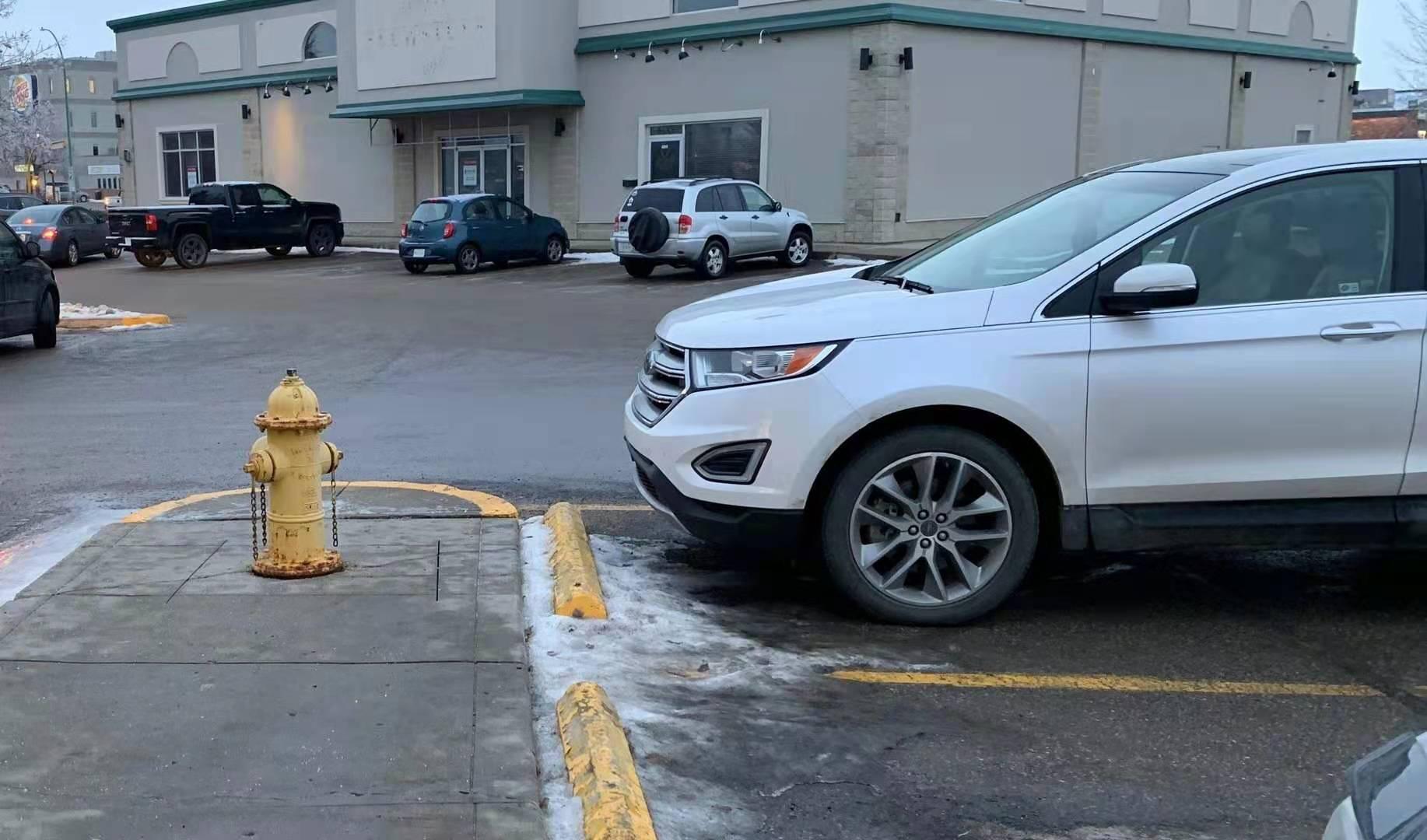 这种情况你敢停车吗?